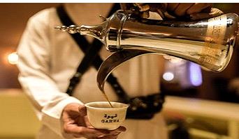 عادات و تقاليد تقديم القهوة العربية